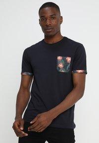 Pier One - Print T-shirt - dark blue - 0