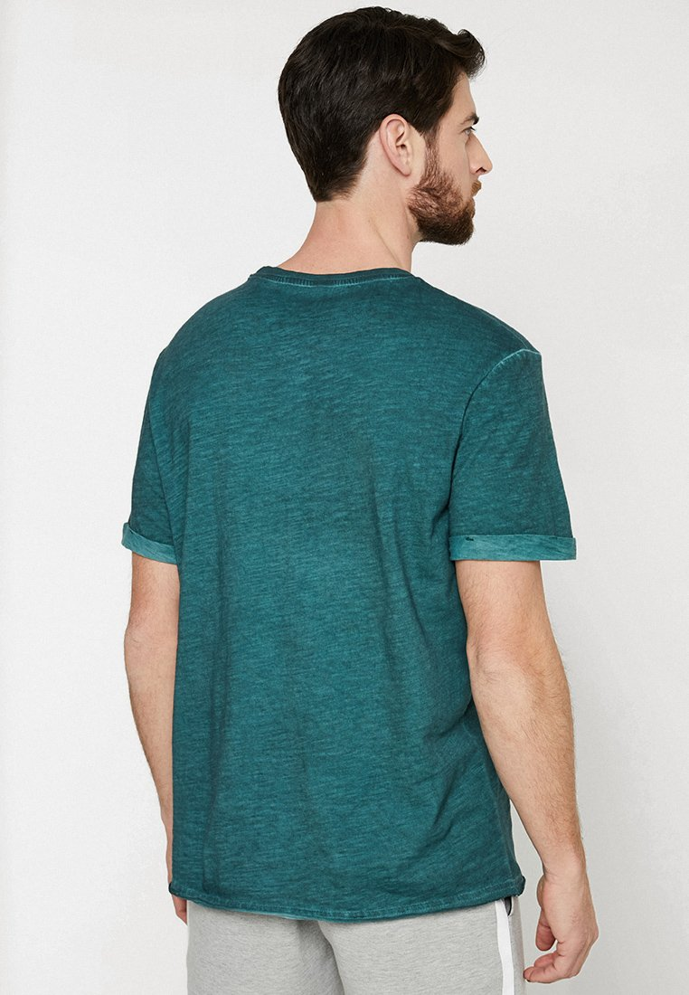 Pier One T-shirt basique green