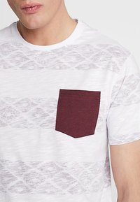 Pier One - Print T-shirt - white/red - 4