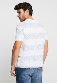 Pier One - Print T-shirt - white/blue - 2