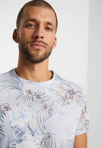 Pier One - T-shirt print - light blue