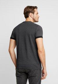 Pier One - Camiseta estampada - black/white - 2