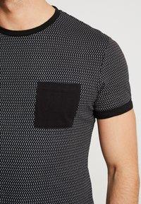 Pier One - Print T-shirt - black/white - 5