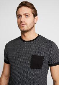 Pier One - Print T-shirt - black/white - 3