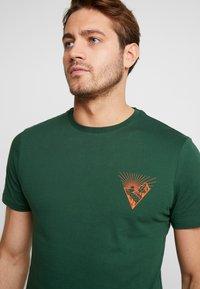 Pier One - T-shirt imprimé - dark green - 3