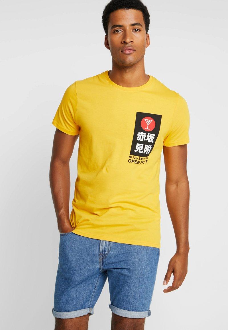 Pier One - Camiseta estampada - yellow