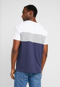 Pier One - T-shirt basique - white/dark blue - 2