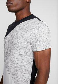 Pier One - T-shirt imprimé - black/offwhite - 4