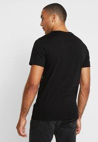 Pier One - T-shirt med print - black - 2
