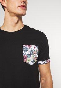 Pier One - T-shirt med print - black - 5