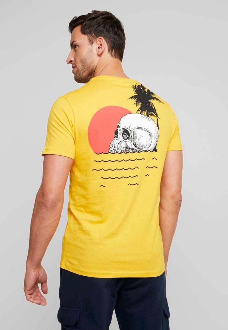 Pier One - T-shirt imprimé -  yellow