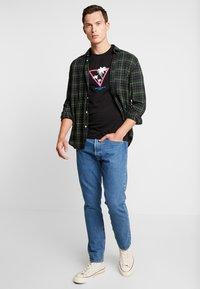 Pier One - T-shirt z nadrukiem - black - 1
