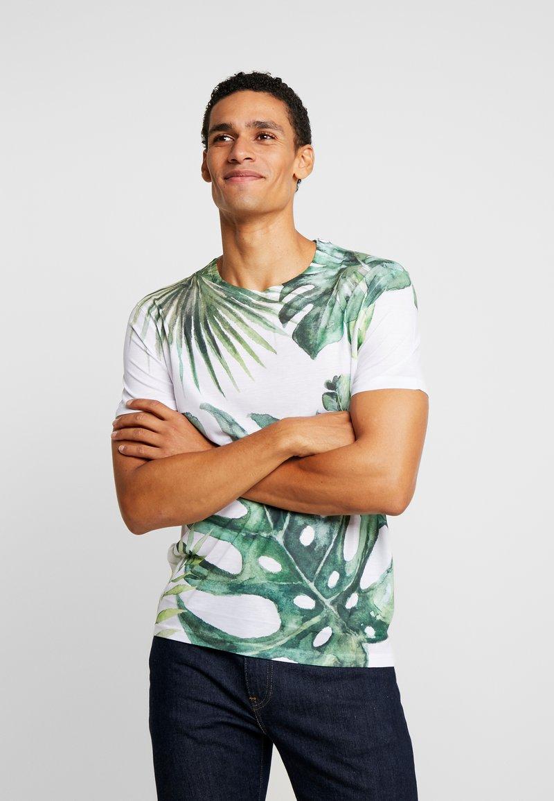 Pier One - TEE ALL OVER TREE - T-shirt med print - white