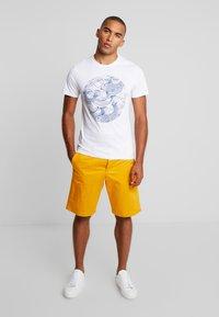 Pier One - T-shirt med print - white - 1