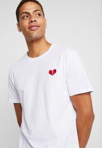 Pier One - T-shirt z nadrukiem - white - 3