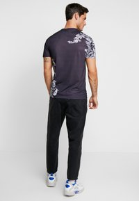 Pier One - T-shirts med print - black - 2