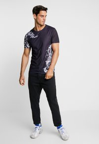 Pier One - T-shirts med print - black - 1