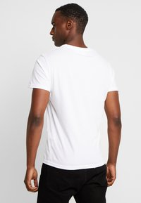 Pier One - T-shirts med print - white - 2