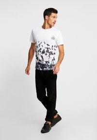 Pier One - SUBLIMATION BOTTOM - T-shirt med print - white - 1