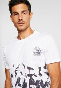Pier One - SUBLIMATION BOTTOM - T-shirt med print - white - 4
