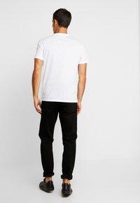 Pier One - SUBLIMATION BOTTOM - T-shirt med print - white - 2