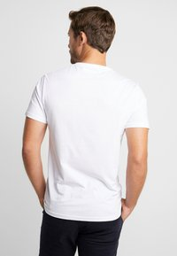 Pier One - T-shirt z nadrukiem - white - 2