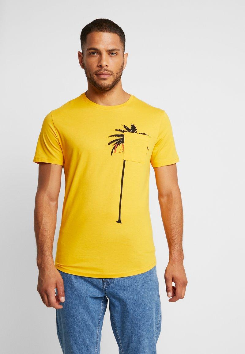Pier One - TAHITI  - Camiseta estampada - yellow