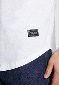 Pier One - Basic T-shirt - white - 4
