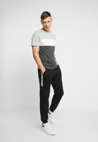 Pier One - Print T-shirt - grey - 1