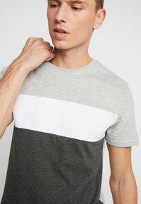 Pier One - Print T-shirt - grey - 4