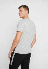Pier One - Print T-shirt - grey - 2