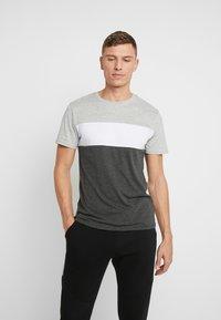 Pier One - Print T-shirt - grey - 0
