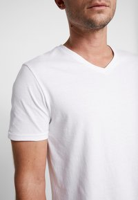 Pier One - 3 PACK  - T-shirt - bas - white - 5
