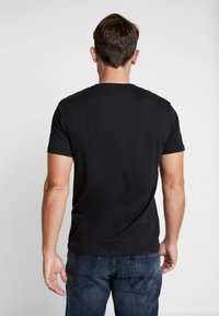 Pier One - 3 PACK  - T-shirt basic - black - 3