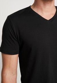 Pier One - 3 PACK  - T-shirt basic - black - 4