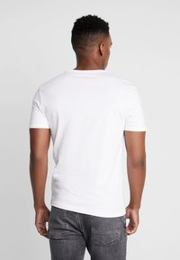 Pier One - 3 PACK - T-shirt basic - white - 3
