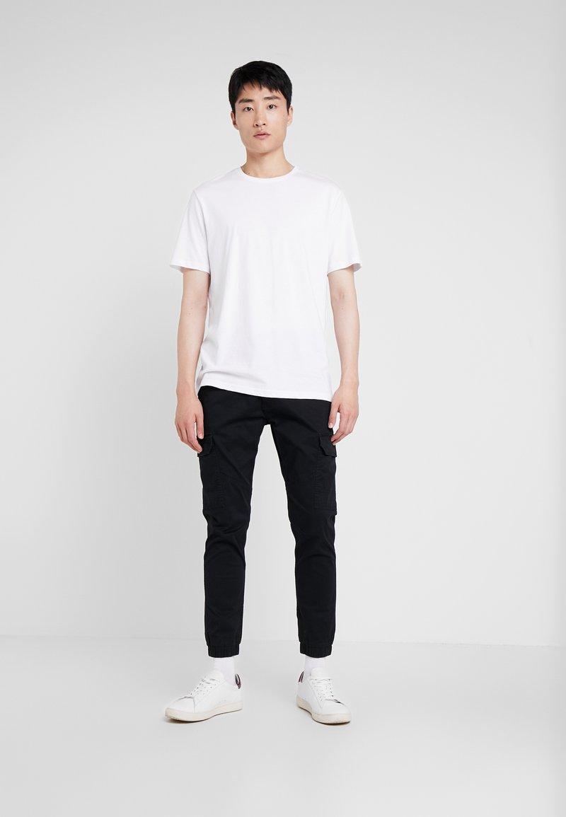 Pier One - 3 PACK - T-shirts - white/black/light grey