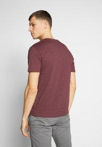 Pier One - 3 PACK - T-shirts basic - mottled bordeaux/white/blue - 3