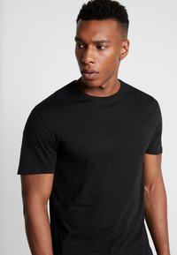 Pier One - 3 PACK - Basic T-shirt - black - 4