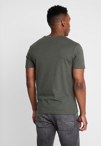 Pier One - 3 PACK - T-shirt basic - black/grey/green