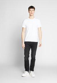 Pier One - 3 PACK - T-shirt basic - black/white/blue - 1