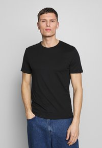 Pier One - 5 PACK - T-shirt basic - black/white/blue