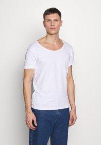 Pier One - Basic T-shirt - bright white - 0