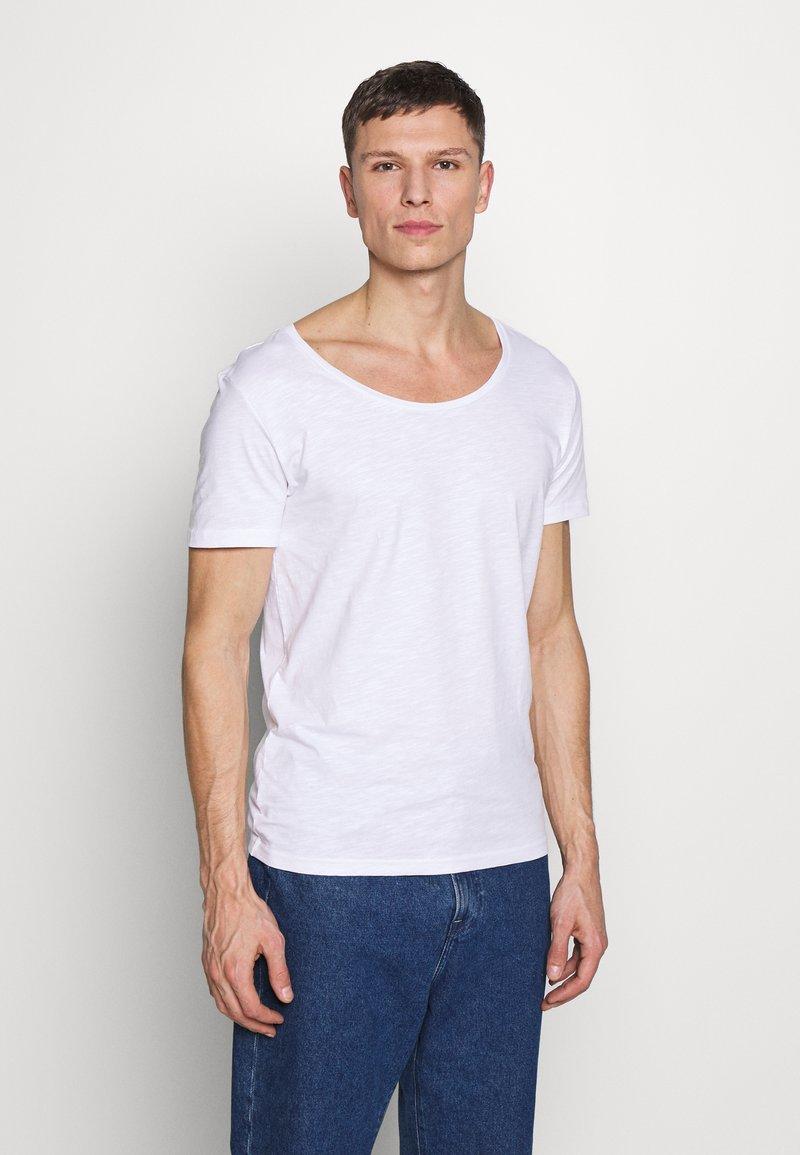 Pier One - Basic T-shirt - bright white