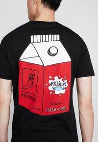 Pier One - T-shirts med print - black - 5