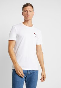 Pier One - T-shirts med print - white