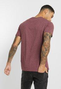 Pier One - T-shirt basic - mottled bordeaux - 2