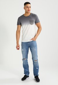 Pier One - Print T-shirt - white/grey - 1