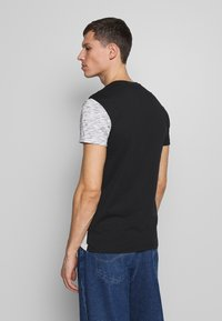 Pier One - T-shirt con stampa - black / offwhite - 2