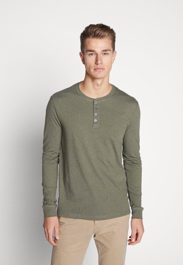 Långärmad tröja - oliv